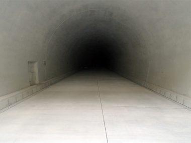 奥瀞道路峰トンネルコンクリート 舗装工事